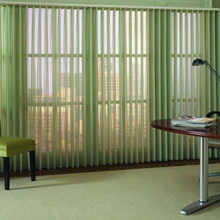 Hình ảnh minh họa: Rèm lá dọc khổ to khiến không gian bừng sáng đầy ấn tượng